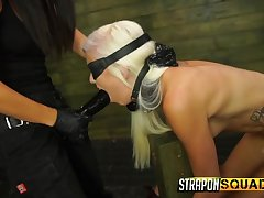 Young peaches submissive strapon fucked by popsy