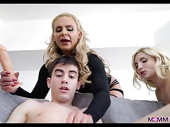 Blonde Mom shows Couple anyway to Fuck