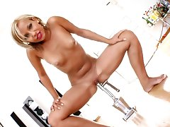 Peerless babe tries the new toy in incredible solo XXX tryout