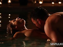 Mouth watering babe Rebecca Volpetti is making in the pool