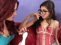 Brunette chick Ava Taylor enjoys sharing the brush BF anent Jessica Ryan